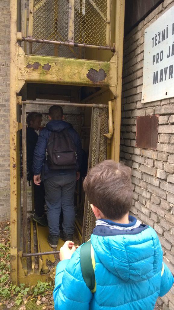 2017-10-24 Výlet do dolu Mayrau s programem Cestou báňského záchranáře-047 (1)
